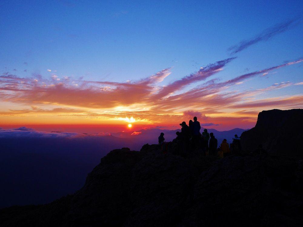 神々の遊ぶ庭で仰ぐご来光に感動!北海道大雪山・桂月岳登山