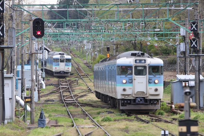 今も残るスイッチバック…二本木駅で途中下車
