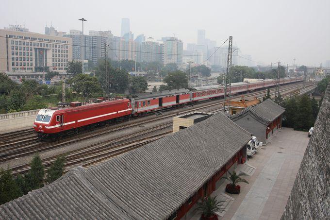 駅裏、「北京城東南角楼」へ…
