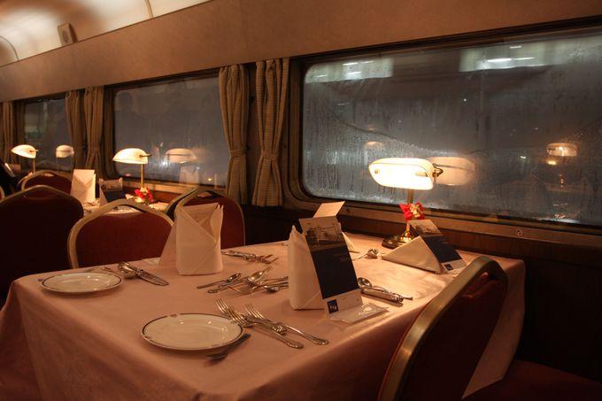 """定期列車""""最後""""の食堂車…優雅な食事を楽しんで!"""