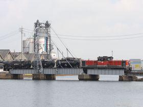 今やココだけ!三重県四日市の貨物列車と鉄道可動橋を見に行こう!~JR関西本線乗り撮り歩き|三重県|トラベルjp<たびねす>