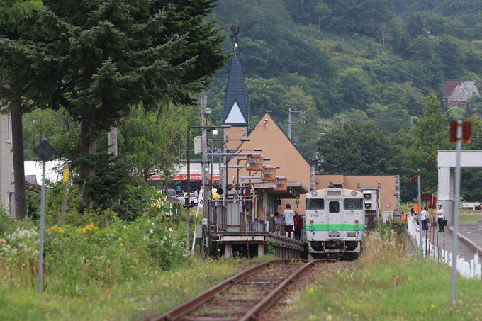 終着・夕張駅は小さな無人駅〜でもリゾートホテルがすぐそば!