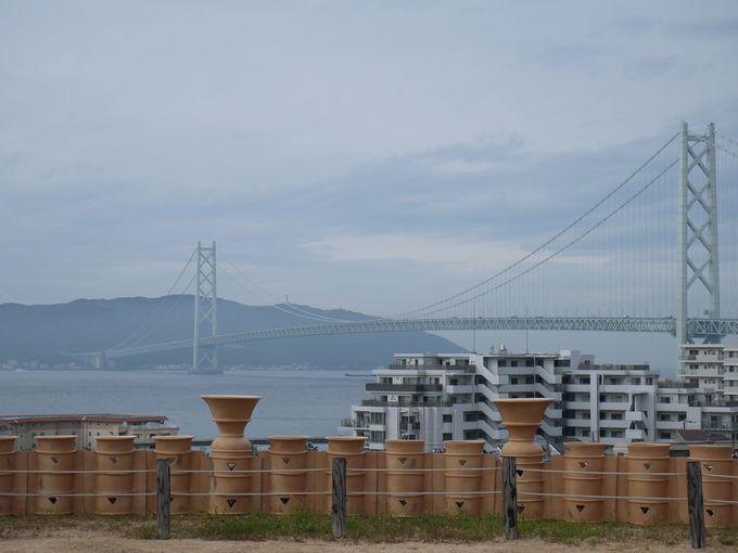 五色塚古墳から明石海峡大橋を眺める