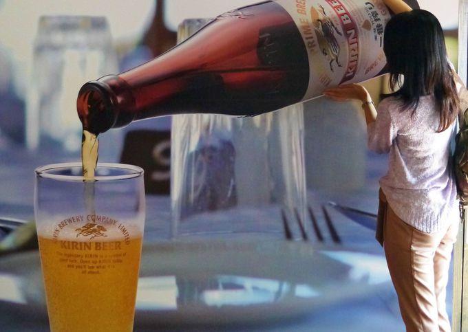 おっきなビールをグラスに注いでみましょう