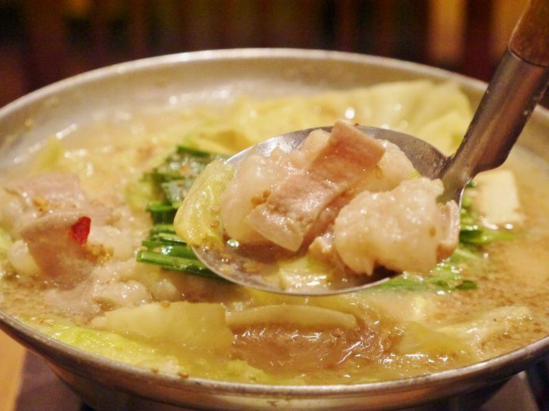 一人でも「もつ鍋」が食べたい!博多駅でひとり鍋ができる「おおやま」が出張族・一人旅に人気!