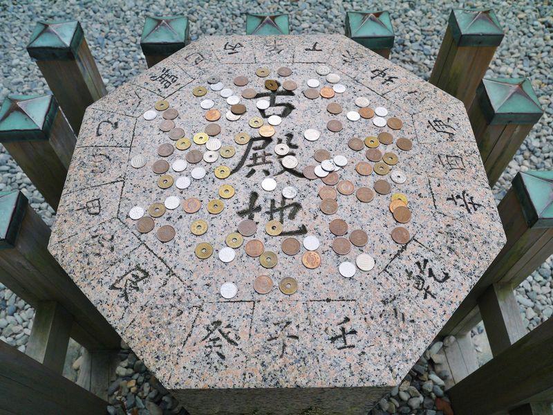 伊勢・猿田彦神社で「おみちびき祈願」 八角形に祈りを込めて