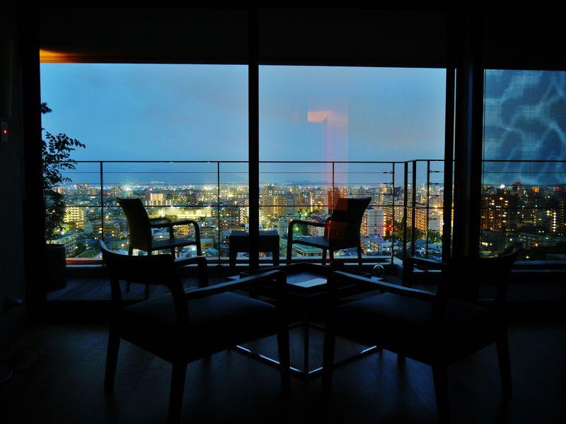 下界を見下ろす天上の休日…「アゴーラ福岡山の上ホテル&スパ」
