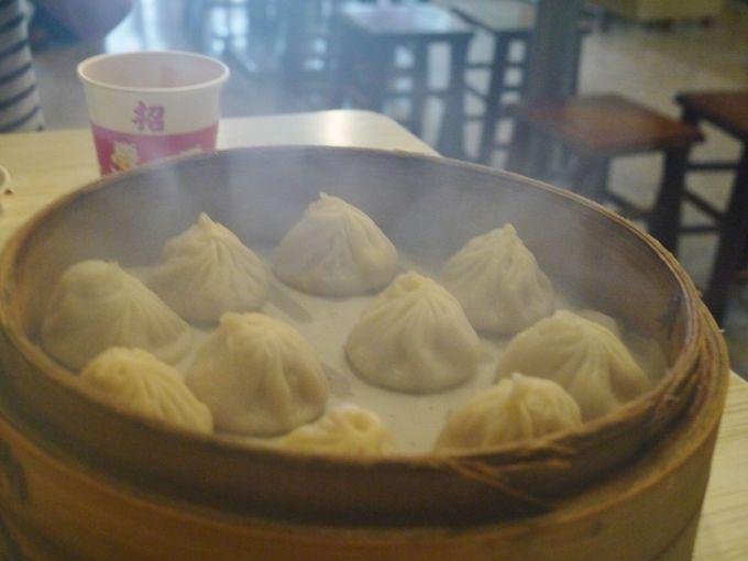 庶民派の人気店「小上海」