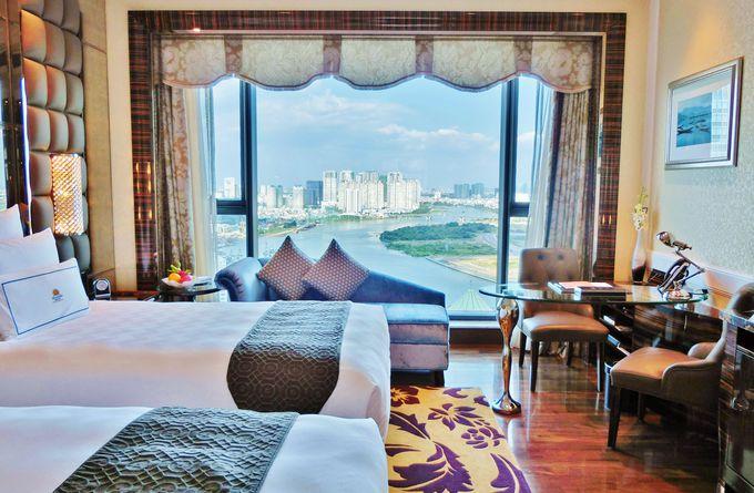 サイゴン川を見渡す部屋