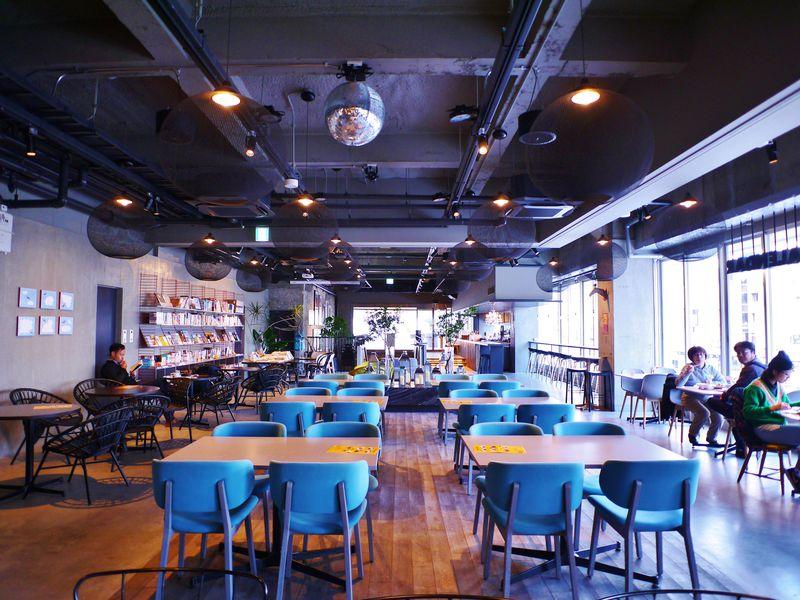 開放的なカフェレストラン