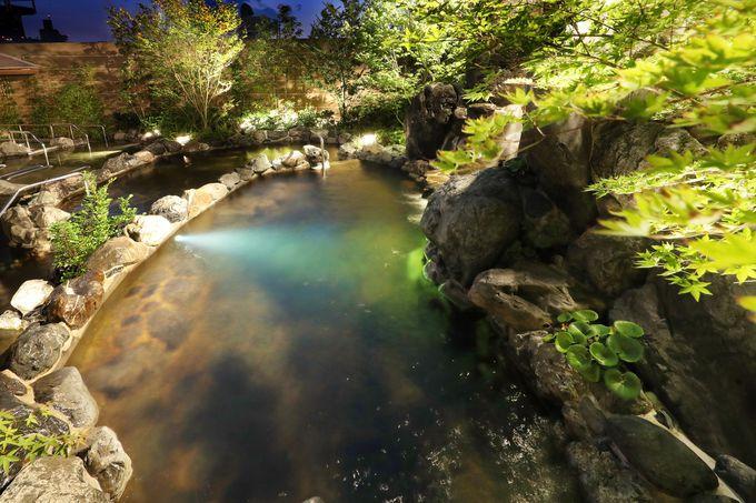 広々した露天大浴場とバラエティ豊かな岩盤浴・溶岩浴