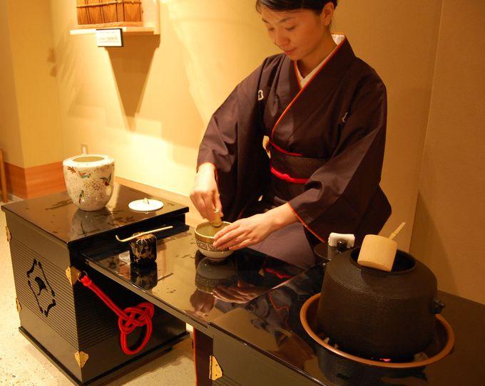 4階の茶室で茶道体験