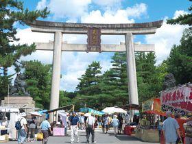 京都・北野天満宮の天神市で骨董・古美術入門!初心者も楽しめる