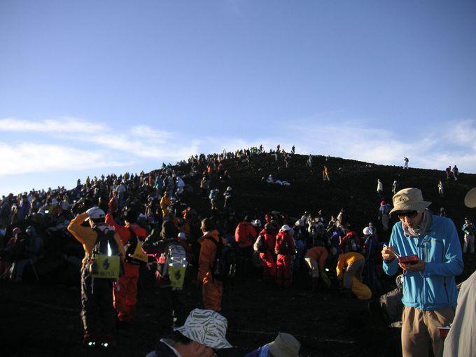 ここは富士山の山頂?!と思える大混雑