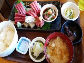 三崎マグロを存分に!三浦半島「三崎水産物地方卸売市場食堂」でマグロ三昧|神奈川県|トラベルjp<たびねす>