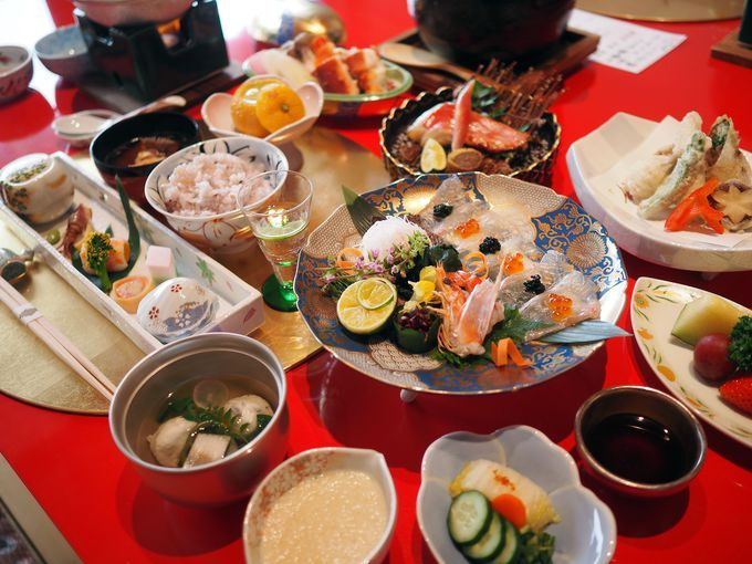 徳島の恵みをふんだんに取り入れた豪華な夕食