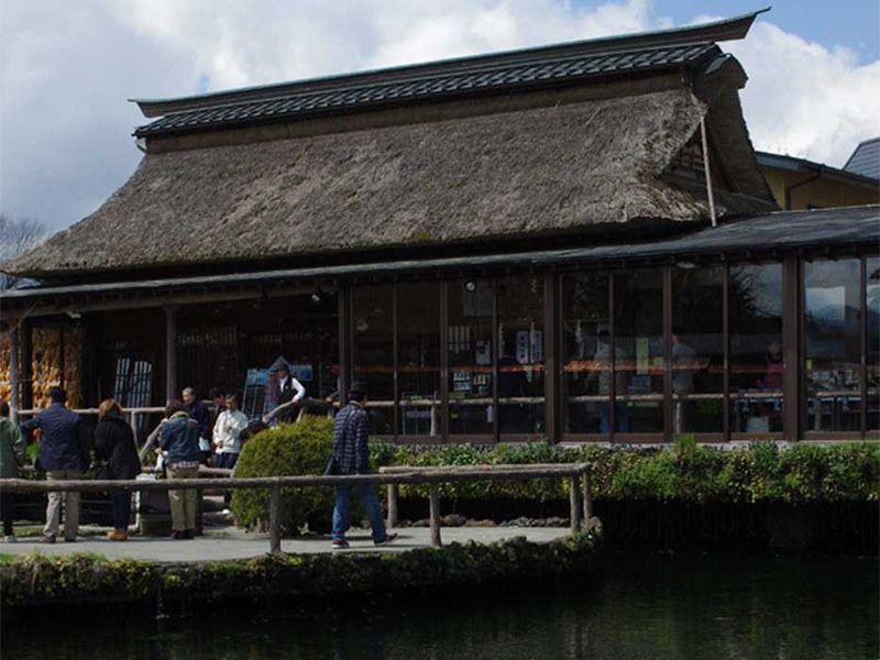 山梨忍野村 富士山の雪解け水が湧く名水の里「忍野八海」