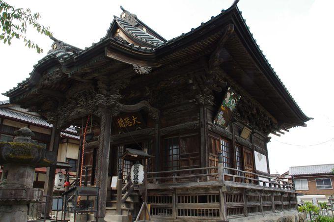 明治に再建された、重厚な雰囲気を醸し出す慈眼寺