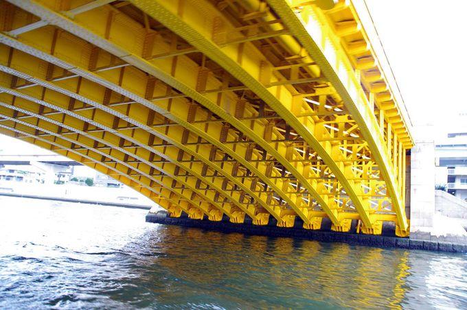 巨大な橋の下をくぐるから、大興奮!