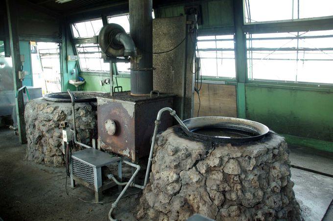昔ながらの製法で作られる、オリジナル純黒糖