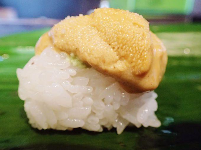 """【築地 立ち食い寿司 おかめ】格別な旨さの""""塩ウニ"""""""