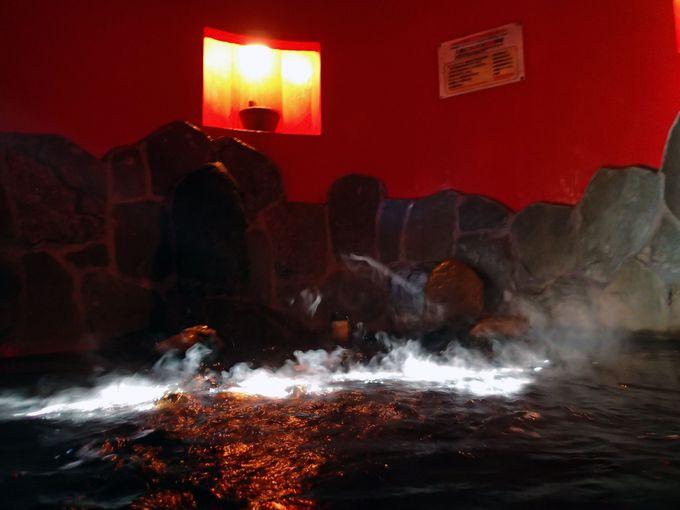 赤い気で元気になる!深大寺温泉ゆかりイチオシ風呂「赤胴鈴の介」