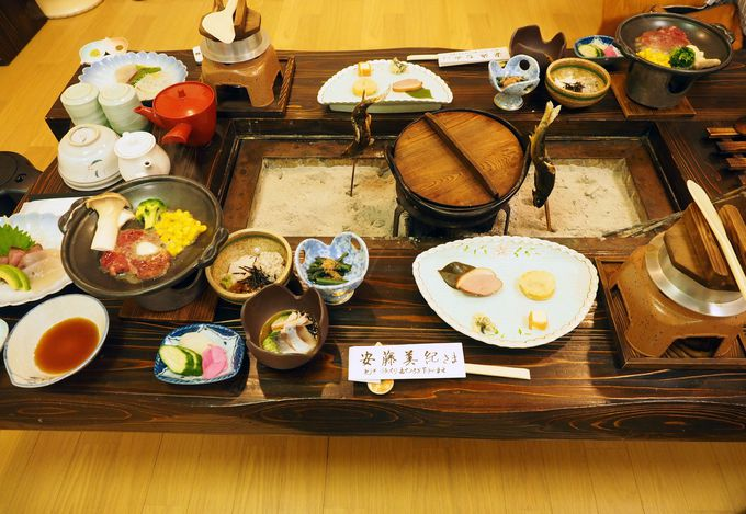 """名物は""""釜飯""""と""""鹿のたたき""""!宿の食事は味もボリュームも満点"""