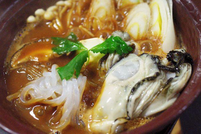 """料理長秘伝のオリジナル味噌ダレで仕上げた""""牡蠣の土手鍋"""""""