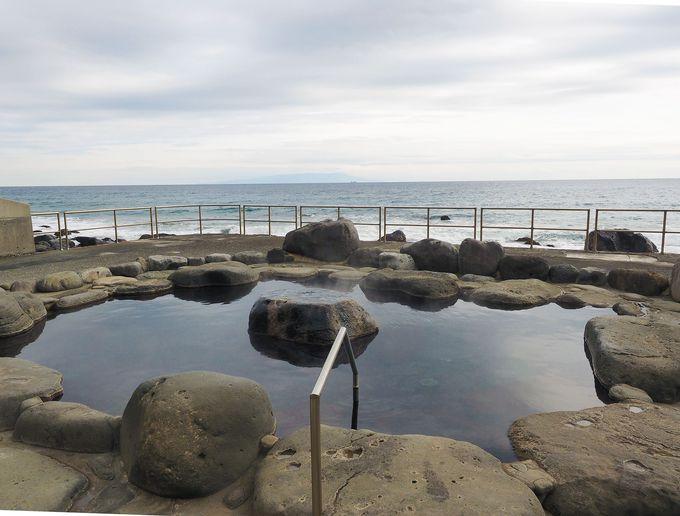 ワイルドな海沿いの絶景露天風呂「高磯の湯」