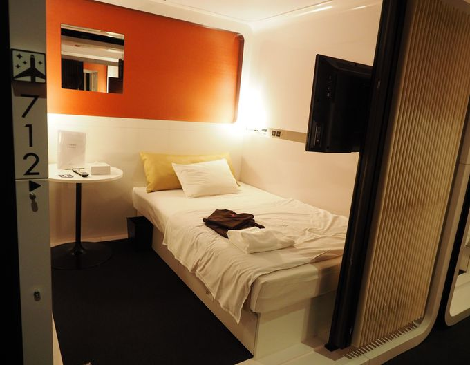カプセルホテルの概念を覆す広い客室