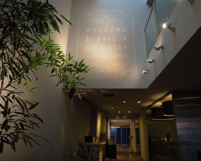 本の表紙みたい!「渋谷グランベルホテル」のフロントロビー
