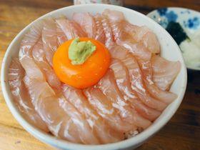 青森の港町で大人気!八戸「みなと食堂」の平目漬丼が最強にウマイ!!