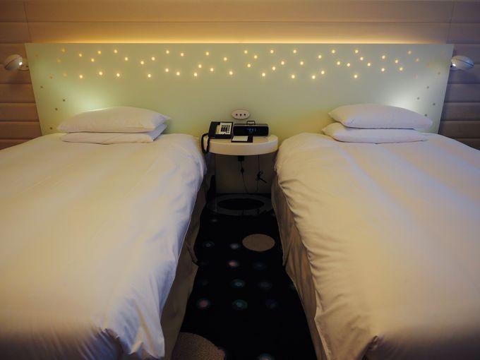 星空みたいなライトが煌めくベッド