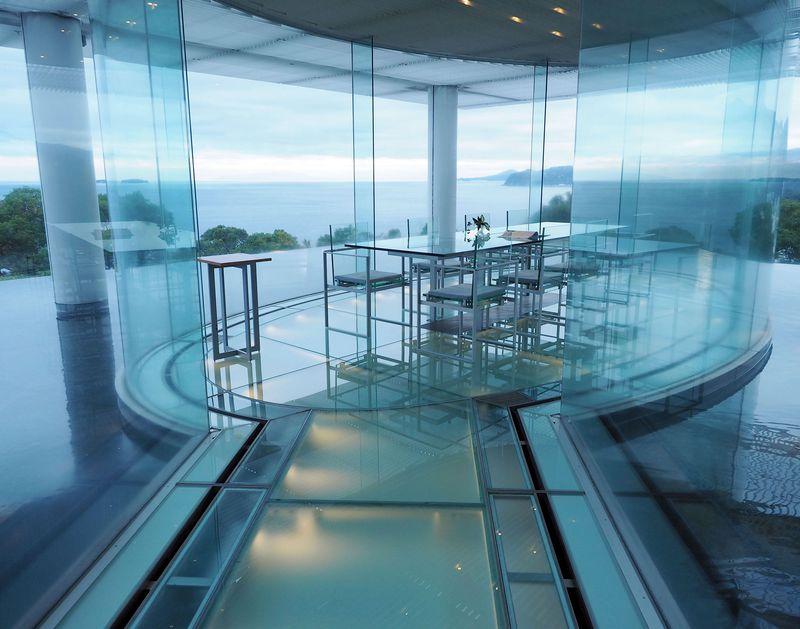 熱海で話題!まるでガラスのお城「ATAMI 海峯楼」は究極のプライベート温泉旅館