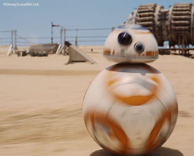 BB-8も登場!スター・ウォーズの最新作『フォースの覚醒』のシーン
