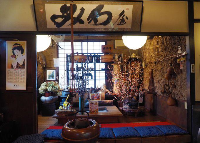 岐阜県をイメージした飛騨スタイルの待合室