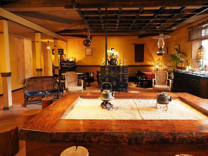 ジャズとアンティークに囲まれた館内