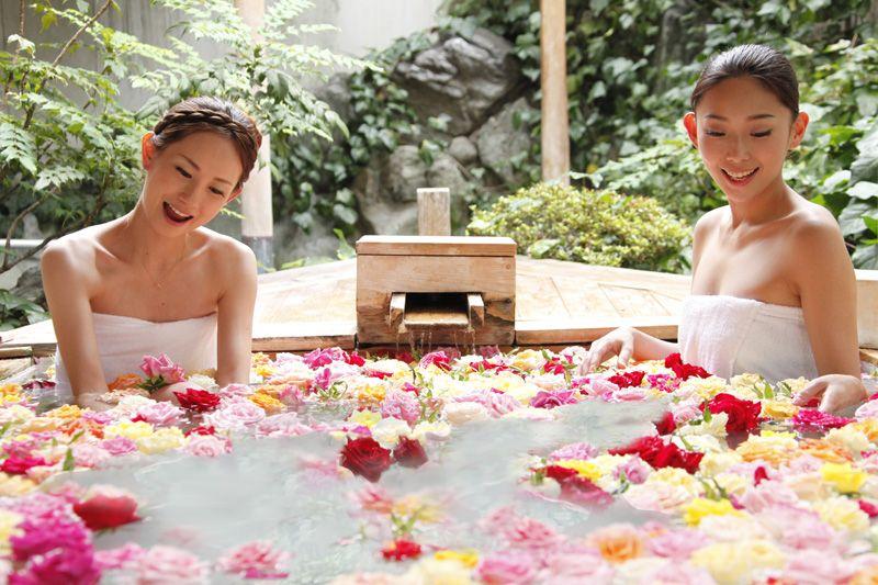 女子の憧れバラ風呂も!宿泊は「琴参閣 讃水の館」