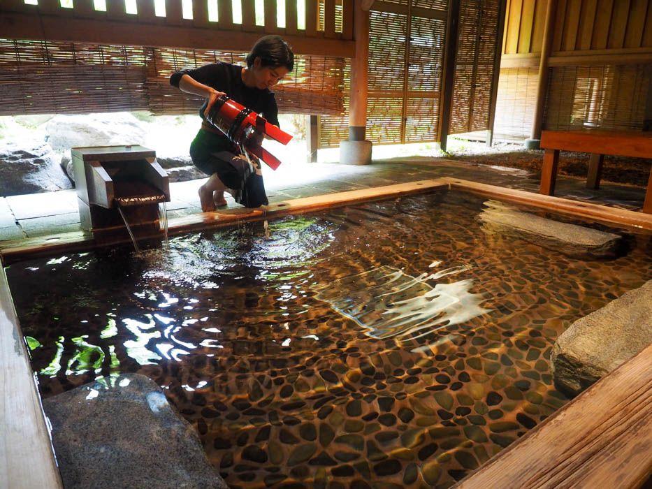 温泉とWの効果が楽しめる!神聖なお酒を入れる日本酒風呂