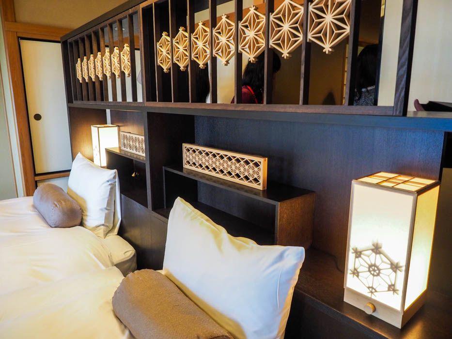 ベッドボードには栃木の伝統工芸品『鹿沼組子』も