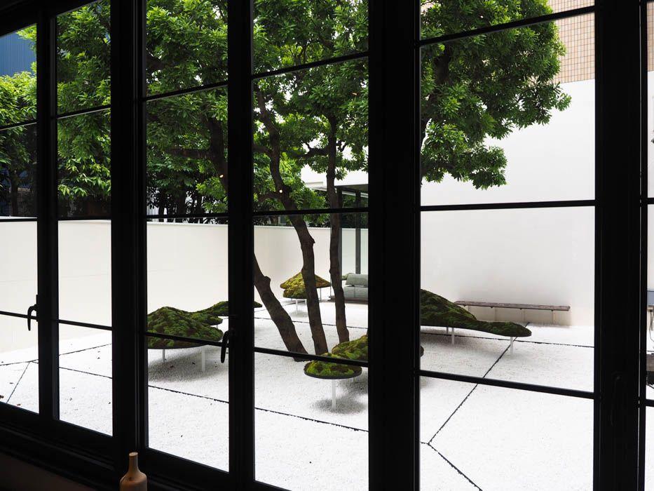 """京都ならでは""""現代風の石庭""""をイメージした中庭"""