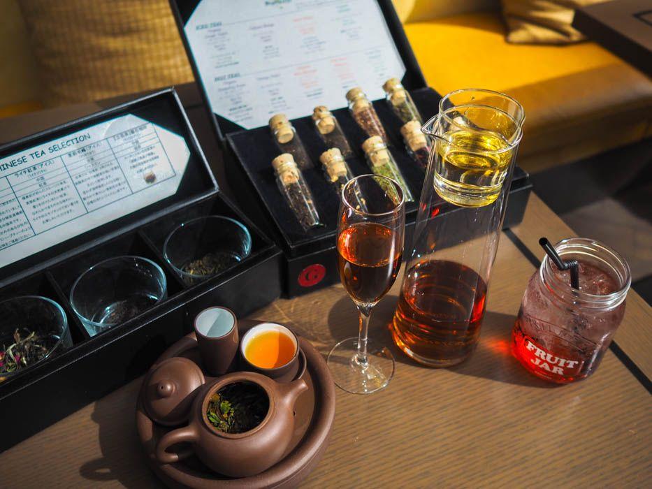 注文前に香りをチェック。紅茶、中国茶、コーヒーも飲み放題