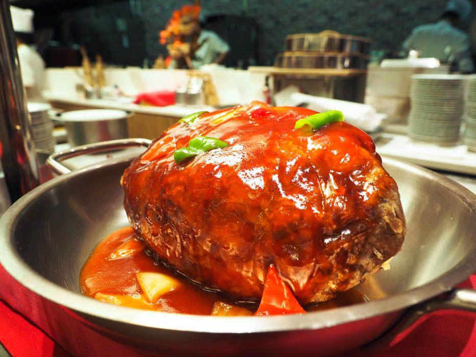 """でかっ!約2kgの塊肉を使った「ほんま""""デッカ""""酢豚」"""
