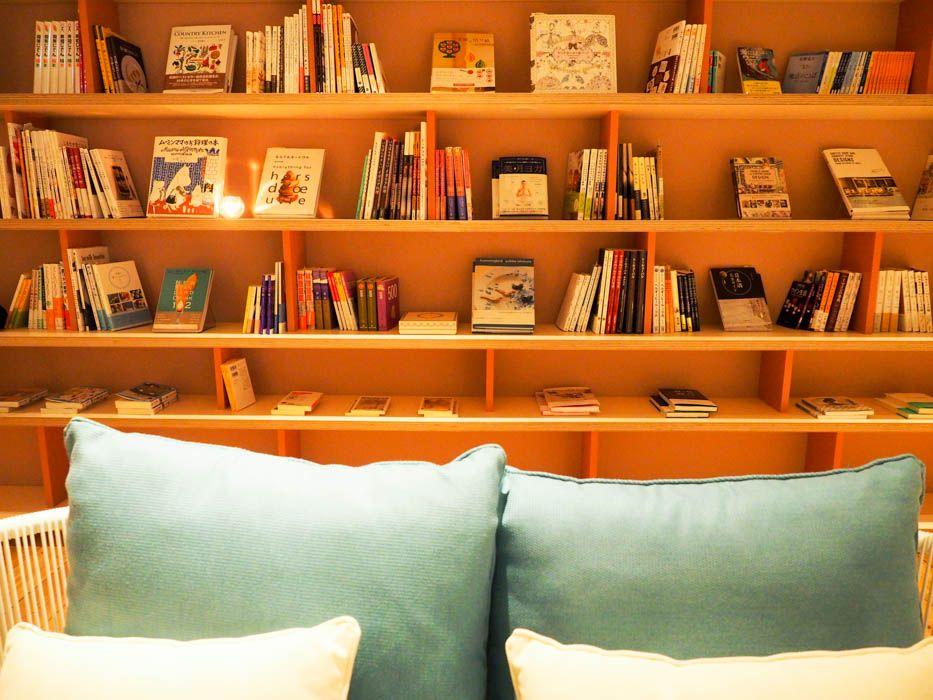 フロアの真ん中には600冊の本が