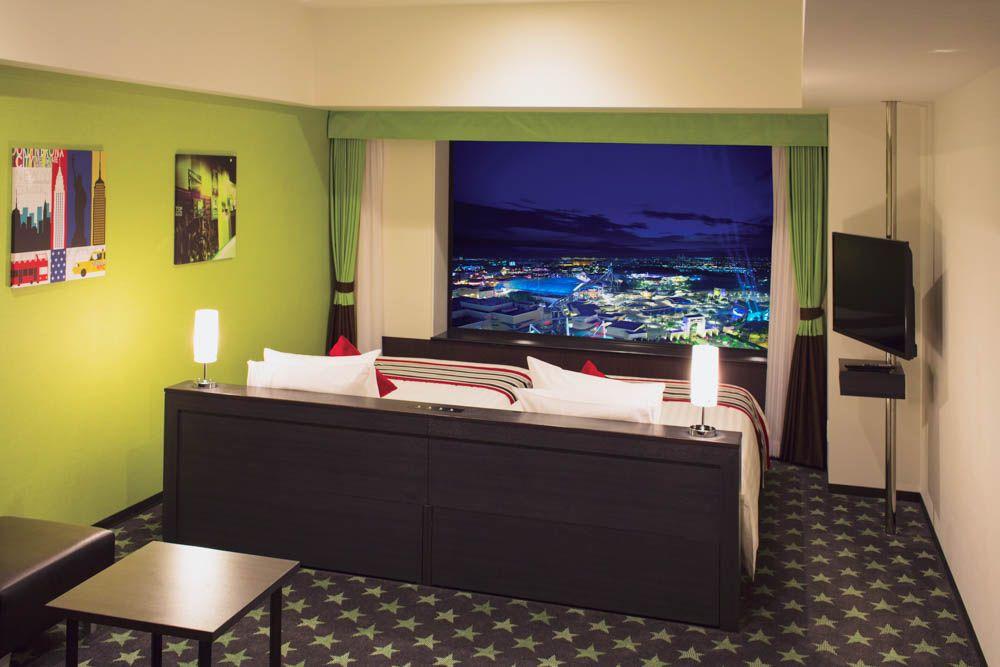 フロアごとに年代が変わる。客室のデザインも個性的