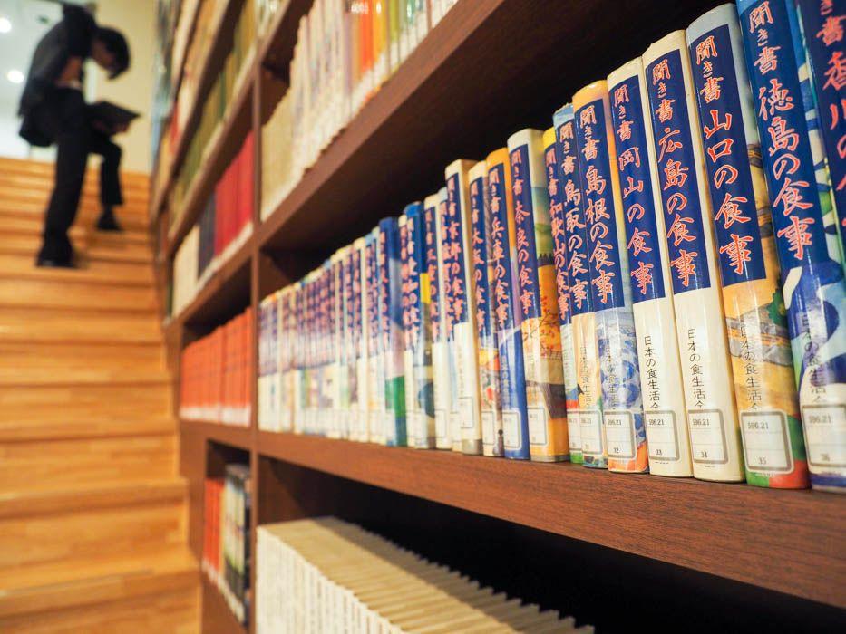 マニアックな本が楽しめる階段エリア
