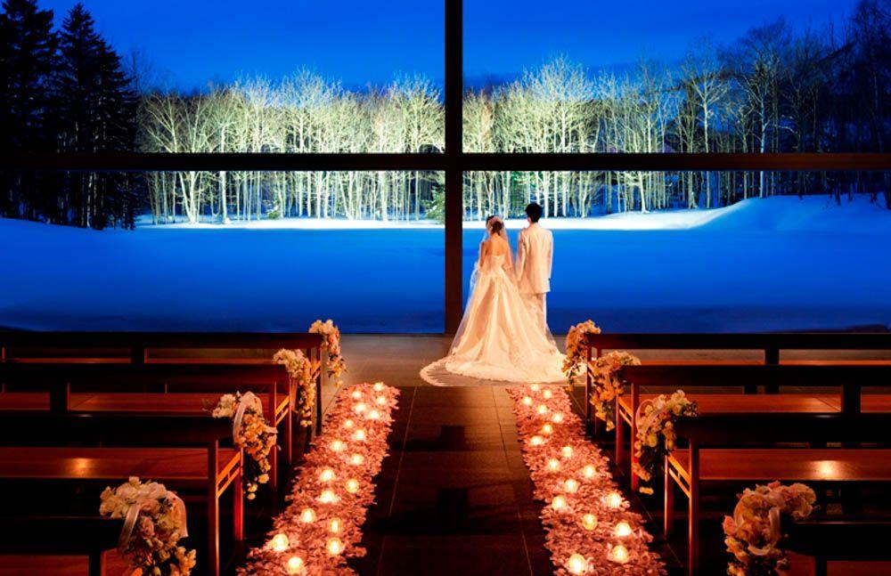 「氷の教会」から徒歩5分の「水の教会」も見学しよう