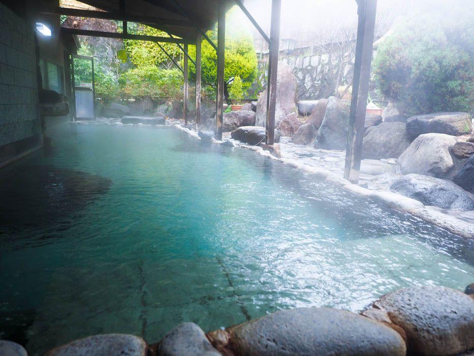 広々!お庭を眺める露天風呂で、極楽気分を満喫しよう