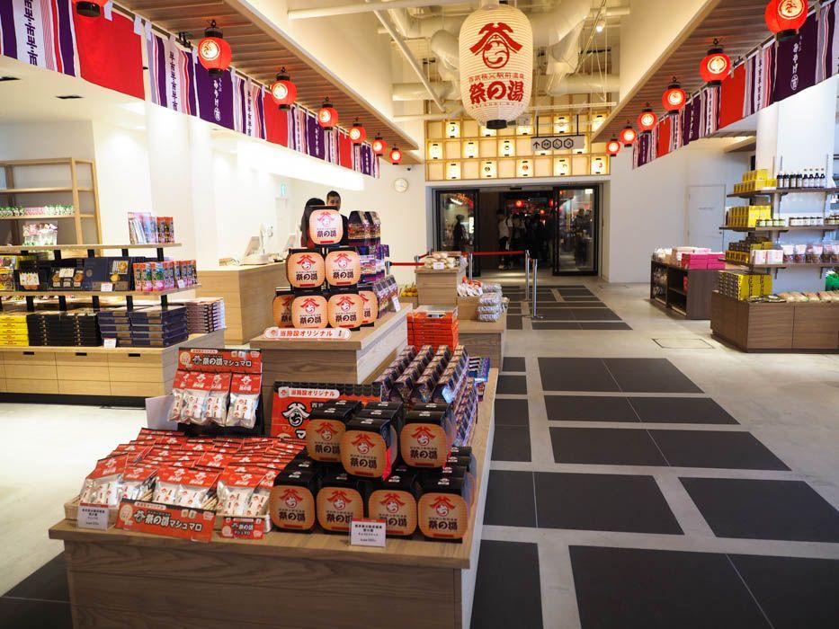 西武秩父駅と美しく融合した「祭の湯」