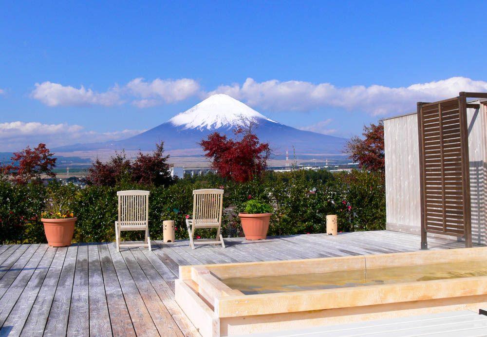 離れの露天風呂「天空の湯」で富士山ビューを堪能